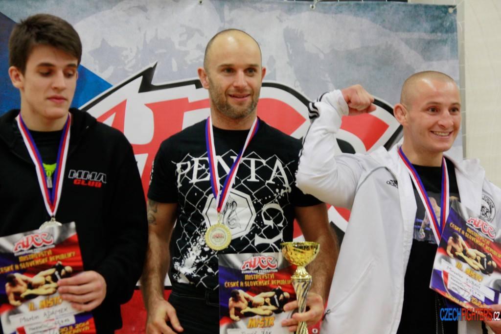 Tomáš Žák na stupních vítězů ( vpravo je jeho soupeř Miro Kubáň)